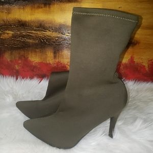 Rouge green olive boots size 8 1/2